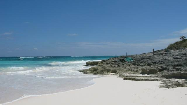 4. Terreno por un Venta en Breeze Away Estates Half Acre Lot MLS 25200 Governors Harbour, Eleuthera, Bahamas