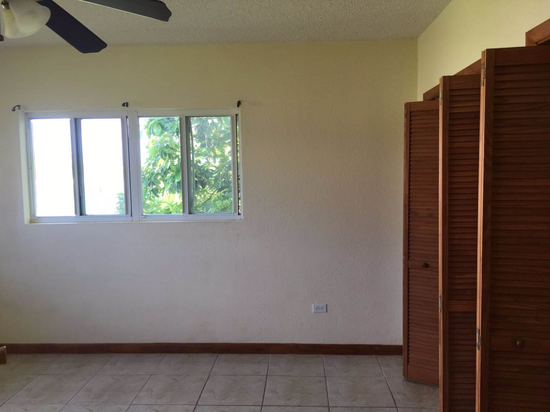 3. Multifamiliar por un Venta en Duplex Property in Lucaya Excellent Investment Lease to Own!!! Windsor Park, Gran Bahama Freeport, Bahamas
