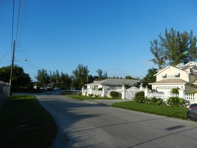5. Terreno por un Venta en Well located residential lot in Coral Lakes Coral Harbour, Nueva Providencia / Nassau, Bahamas