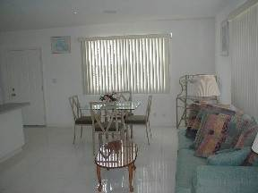 7. Multifamiliar por un Alquiler en Brand New Apartment for Rent Lucauan Waterway, Gran Bahama Freeport, Bahamas