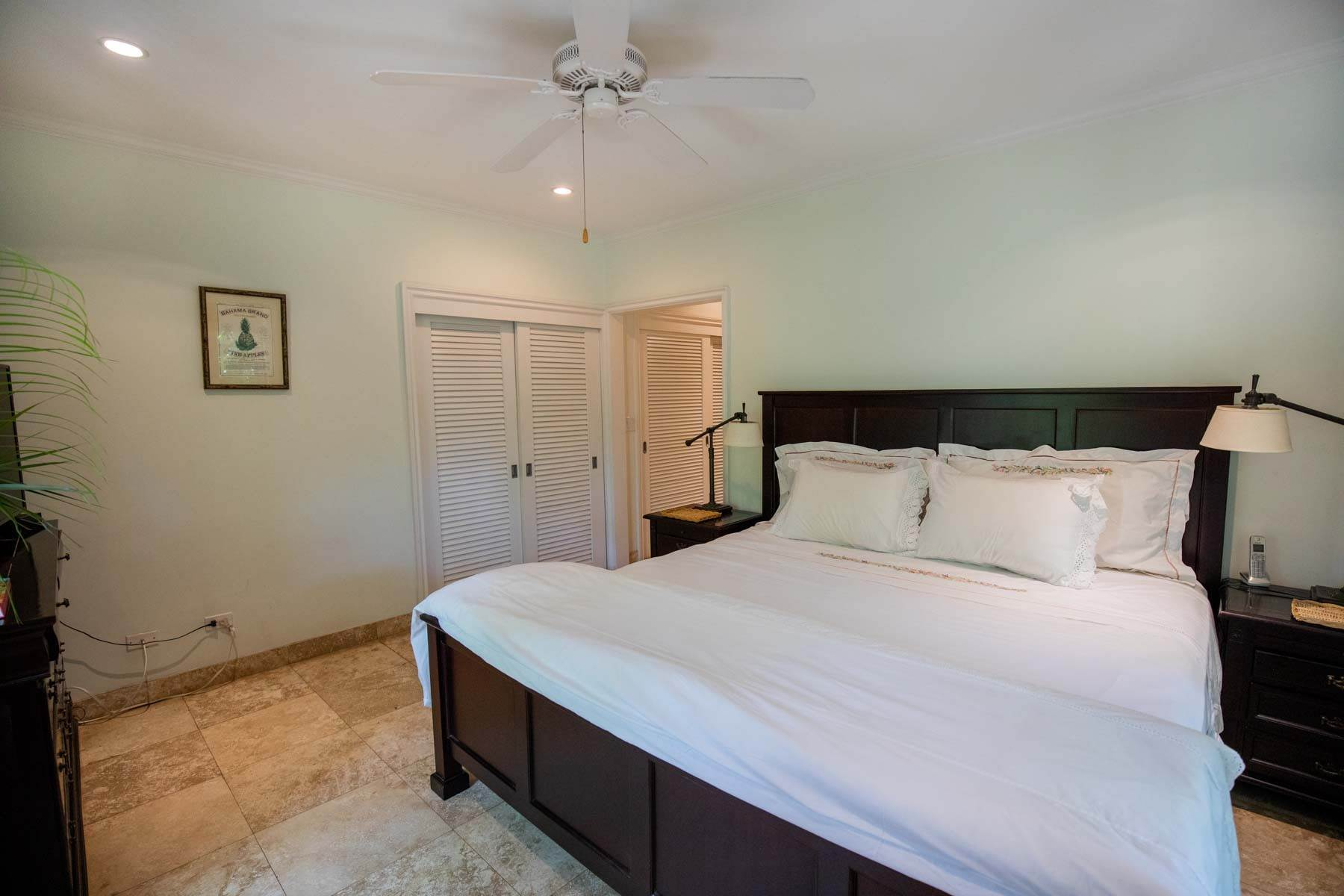 5. Single Family Homes for Sale at Charming Skyline Heights Home - MLS 43542 Nassau And Paradise Island, Bahamas
