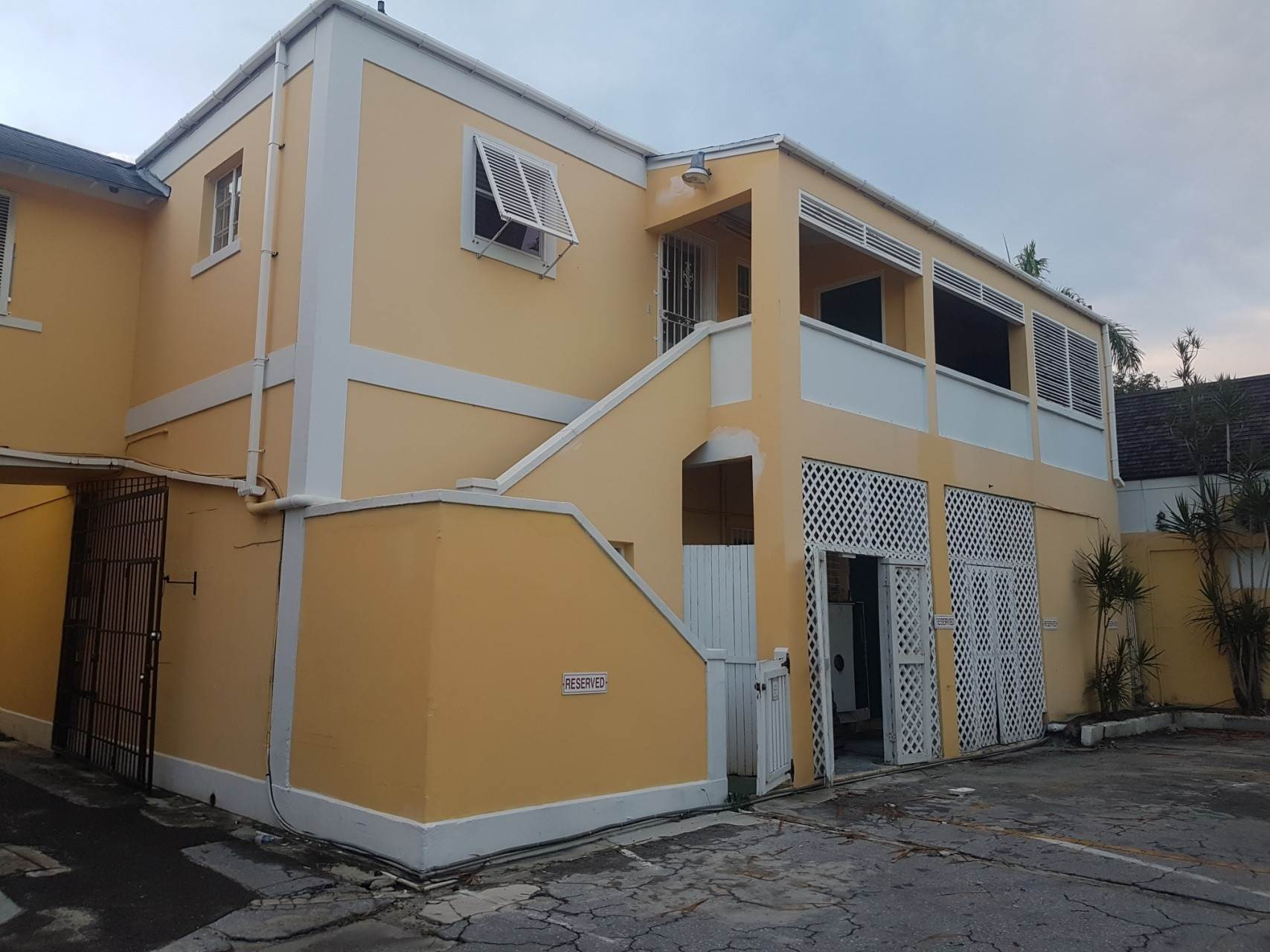 5. Commercial for Rent at Downtown Office Space With Parking Downtown, Nassau And Paradise Island, Bahamas