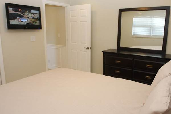 13. Co-op / Condo for Rent at Gorgeous 2 Bed Condo on the Canal Freeport And Grand Bahama, Bahamas
