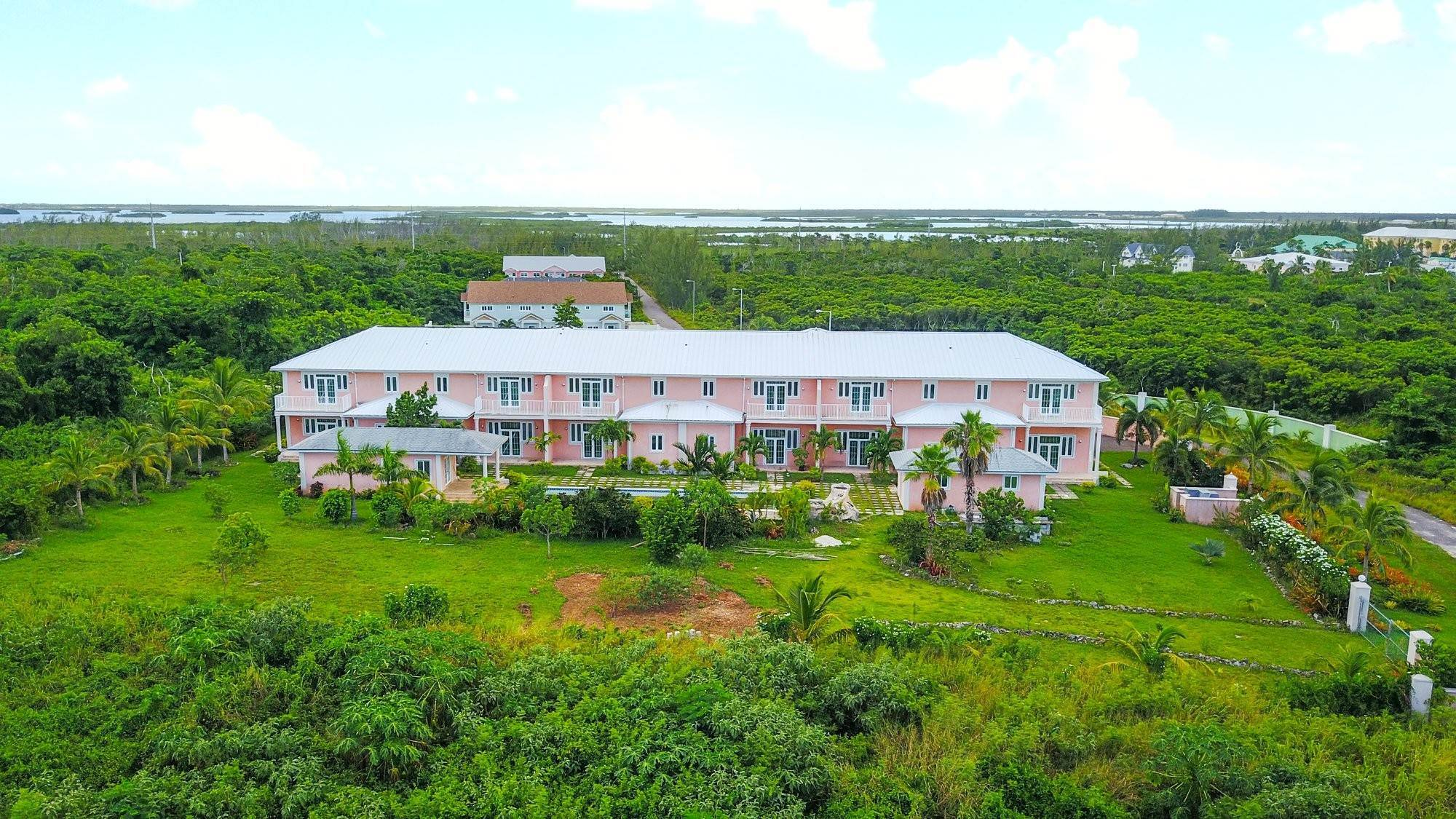 5. Single Family Homes for Sale at Caves Crest Apartments Caves Heights, Nassau And Paradise Island, Bahamas
