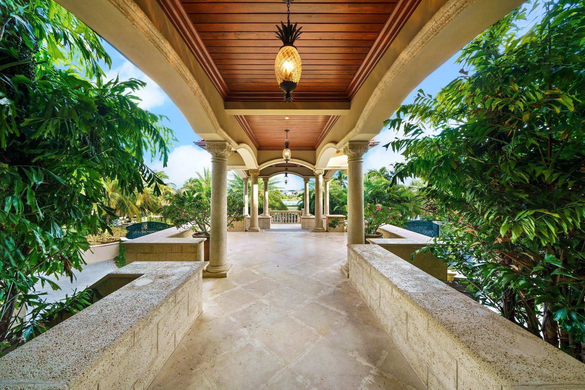 5. Single Family Homes for Sale at The Impeccable Krystal House at Old Fort Bay - MLS 40681 Old Fort Bay, Nassau And Paradise Island, Bahamas