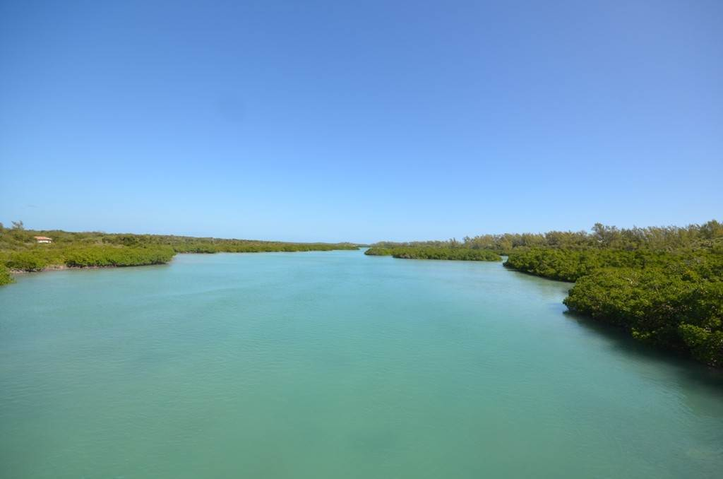 3. Terreno por un Venta en Lots 73 & 74 with 1.21 acres overlooking Savannah Sound on Windermere Island - MLS 37264 Windermere Island, Eleuthera, Bahamas