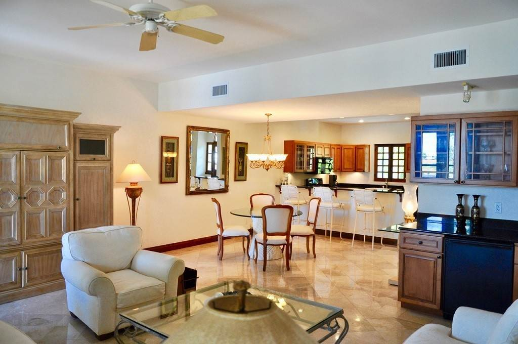 5. Co-op / Condominio por un Alquiler en Spectacular Townhouse at Grand Bahama Yacht Club for sale or rent! Bell Channel, Lucaya, Gran Bahama Freeport Bahamas