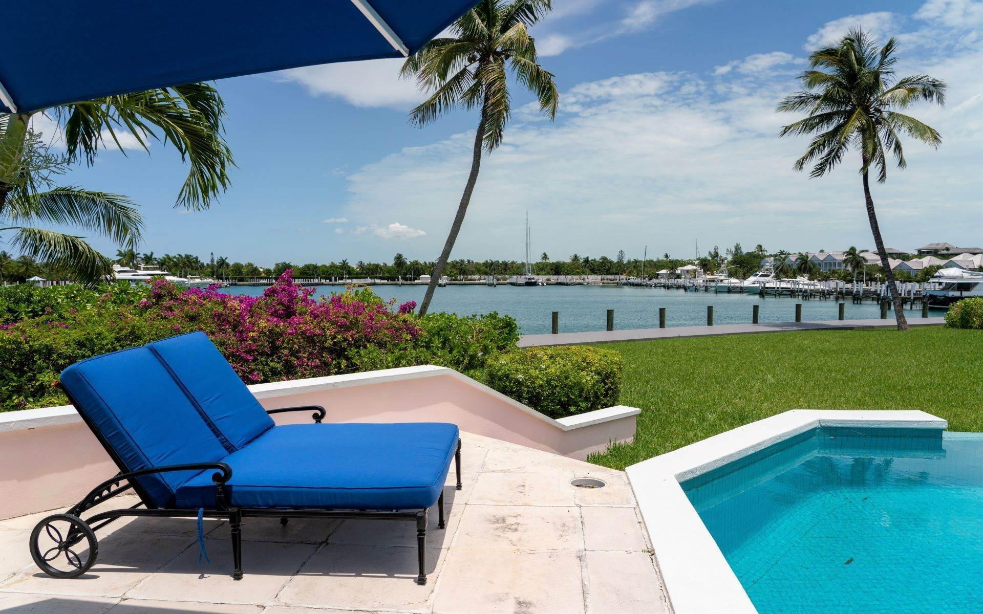 6. Single Family Homes for Sale at Luxurious Lyford Cay Canalfront Estate - MLS 40934 Lyford Cay, Nassau And Paradise Island, Bahamas
