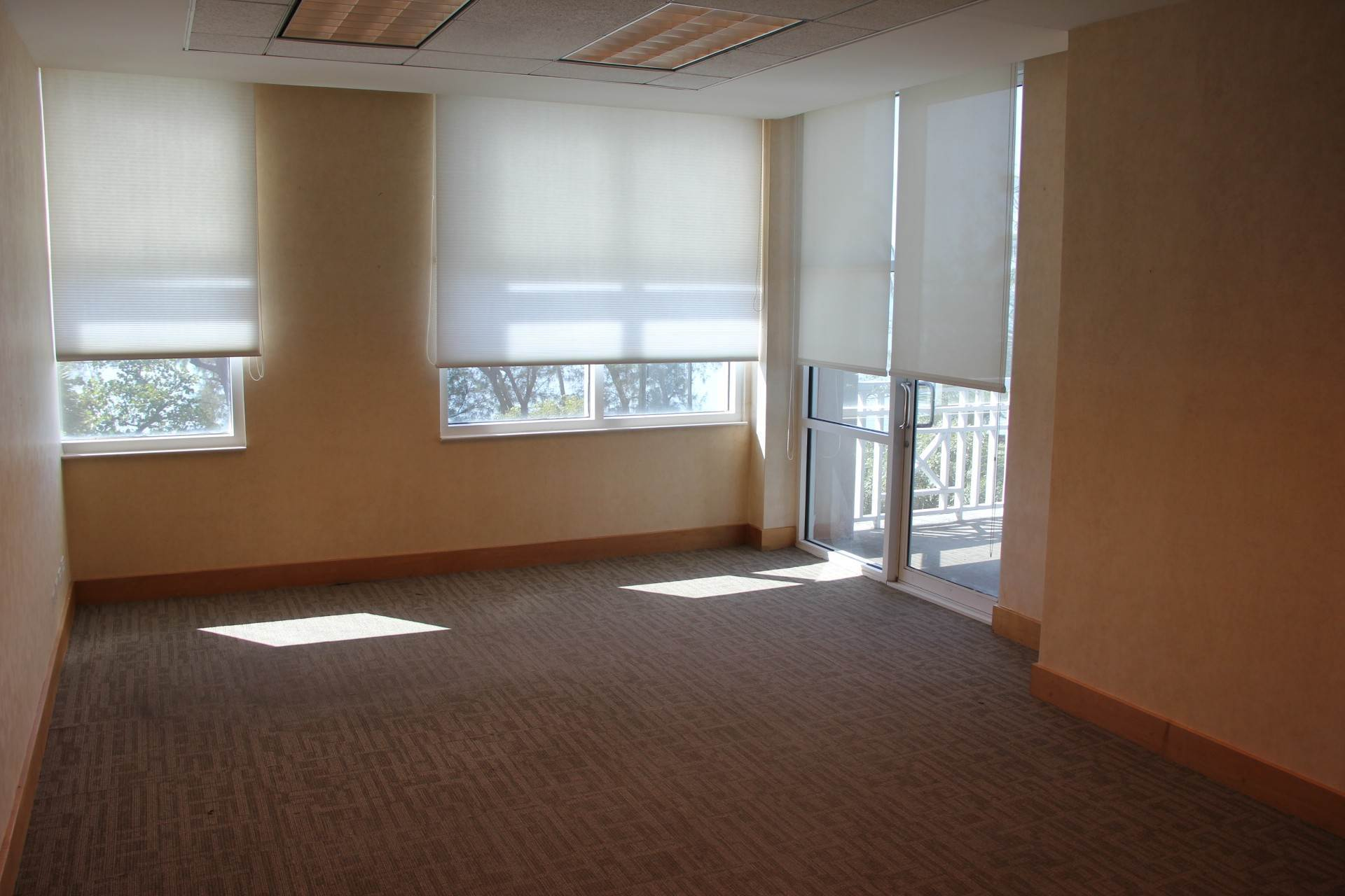 5. Commercial for Rent at Office Space Nassau And Paradise Island, Bahamas