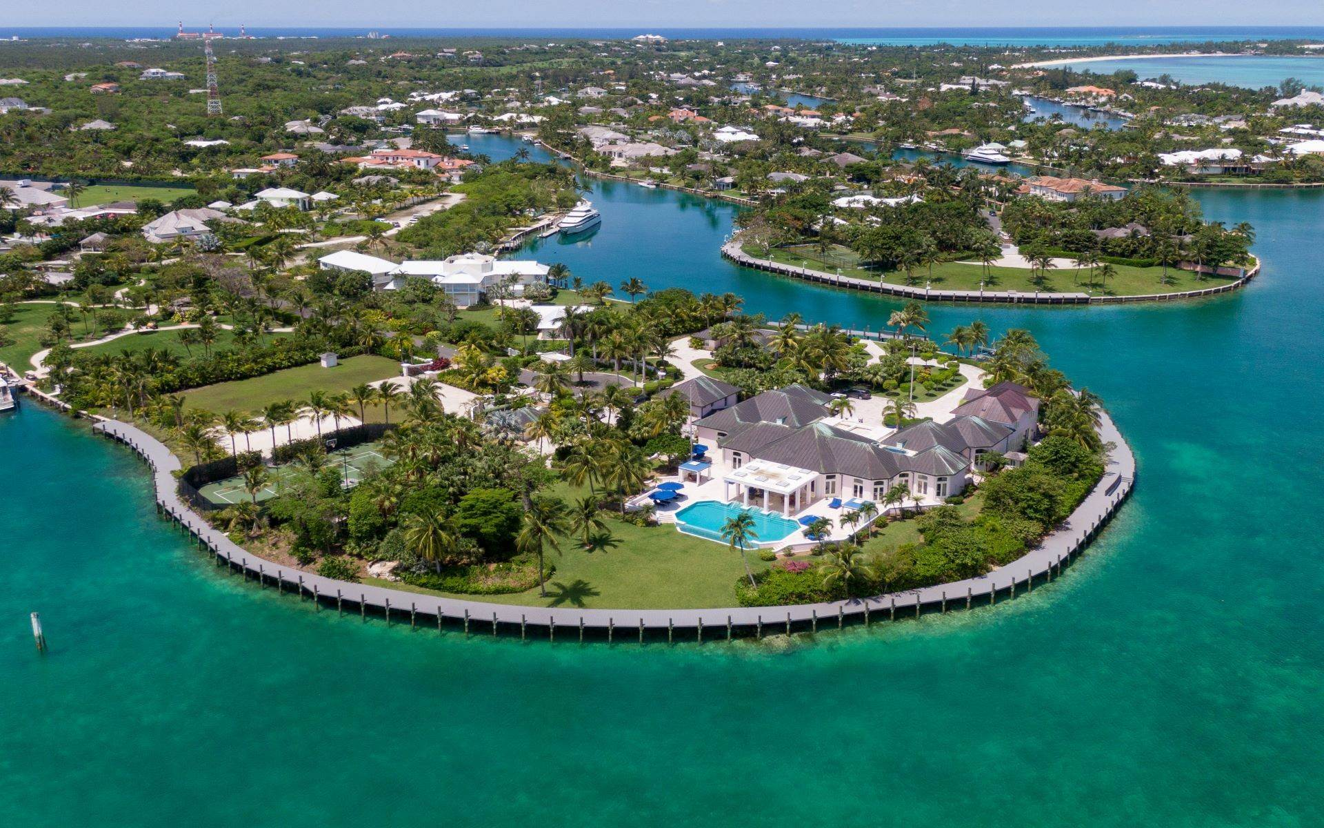 15. Single Family Homes for Sale at Luxurious Lyford Cay Canalfront Estate - MLS 40934 Lyford Cay, Nassau And Paradise Island, Bahamas
