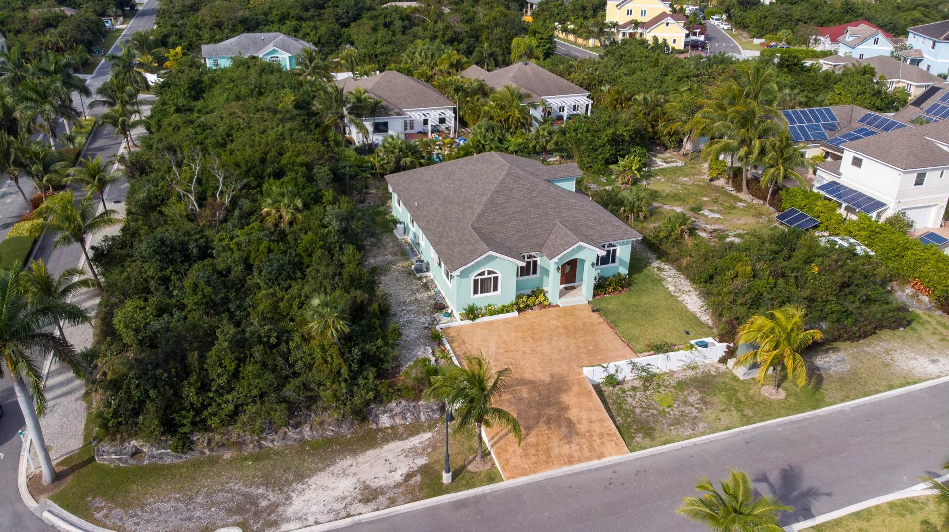 36. Single Family Homes for Sale at Villa Greenway House for Sale - MLS 41427 Charlotteville, Nassau And Paradise Island, Bahamas