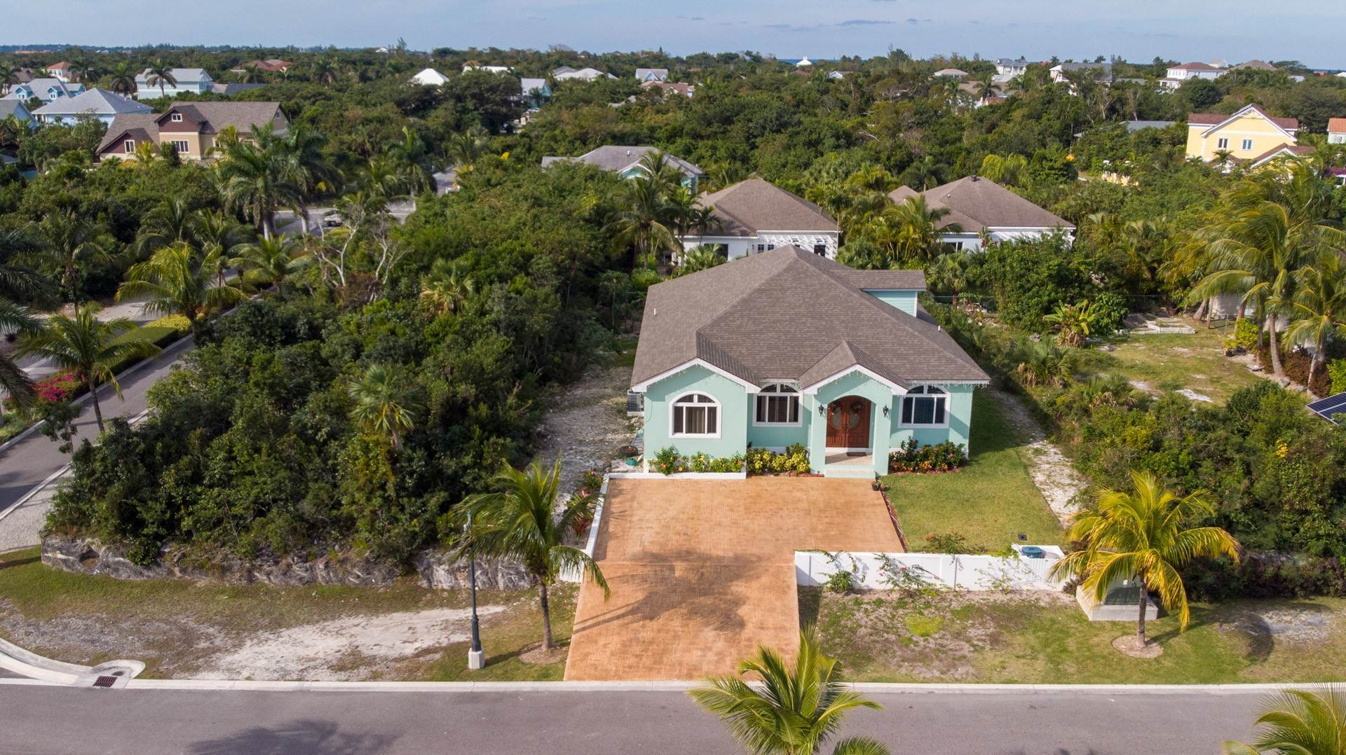 37. Single Family Homes for Sale at Villa Greenway House for Sale - MLS 41427 Charlotteville, Nassau And Paradise Island, Bahamas