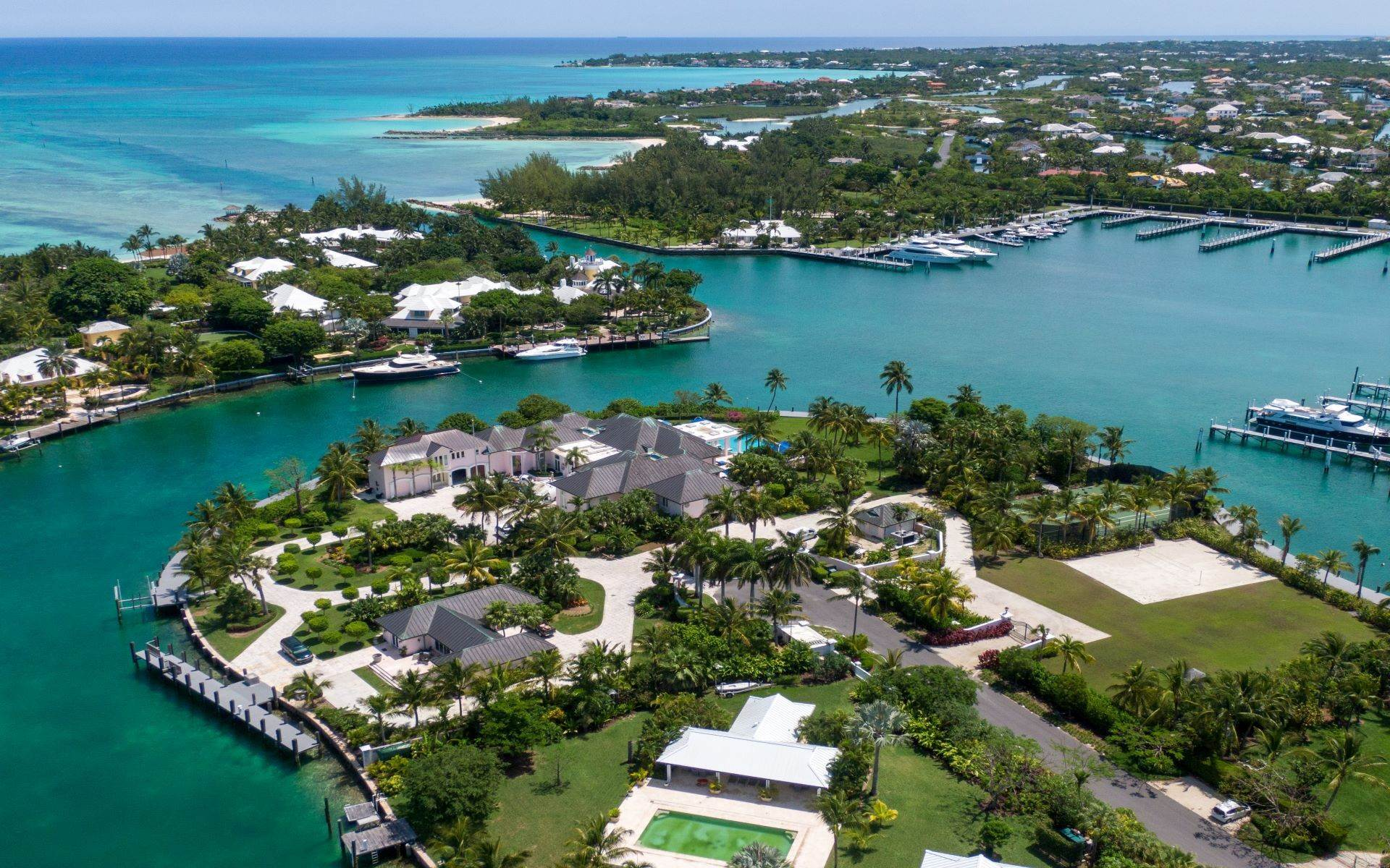 60. Single Family Homes for Sale at Luxurious Lyford Cay Canalfront Estate - MLS 40934 Lyford Cay, Nassau And Paradise Island, Bahamas