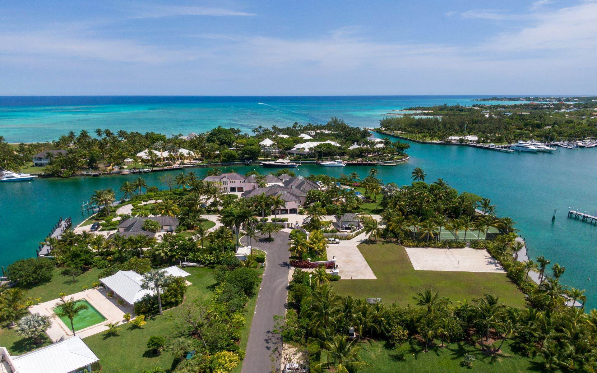 61. Single Family Homes for Sale at Luxurious Lyford Cay Canalfront Estate - MLS 40934 Lyford Cay, Nassau And Paradise Island, Bahamas