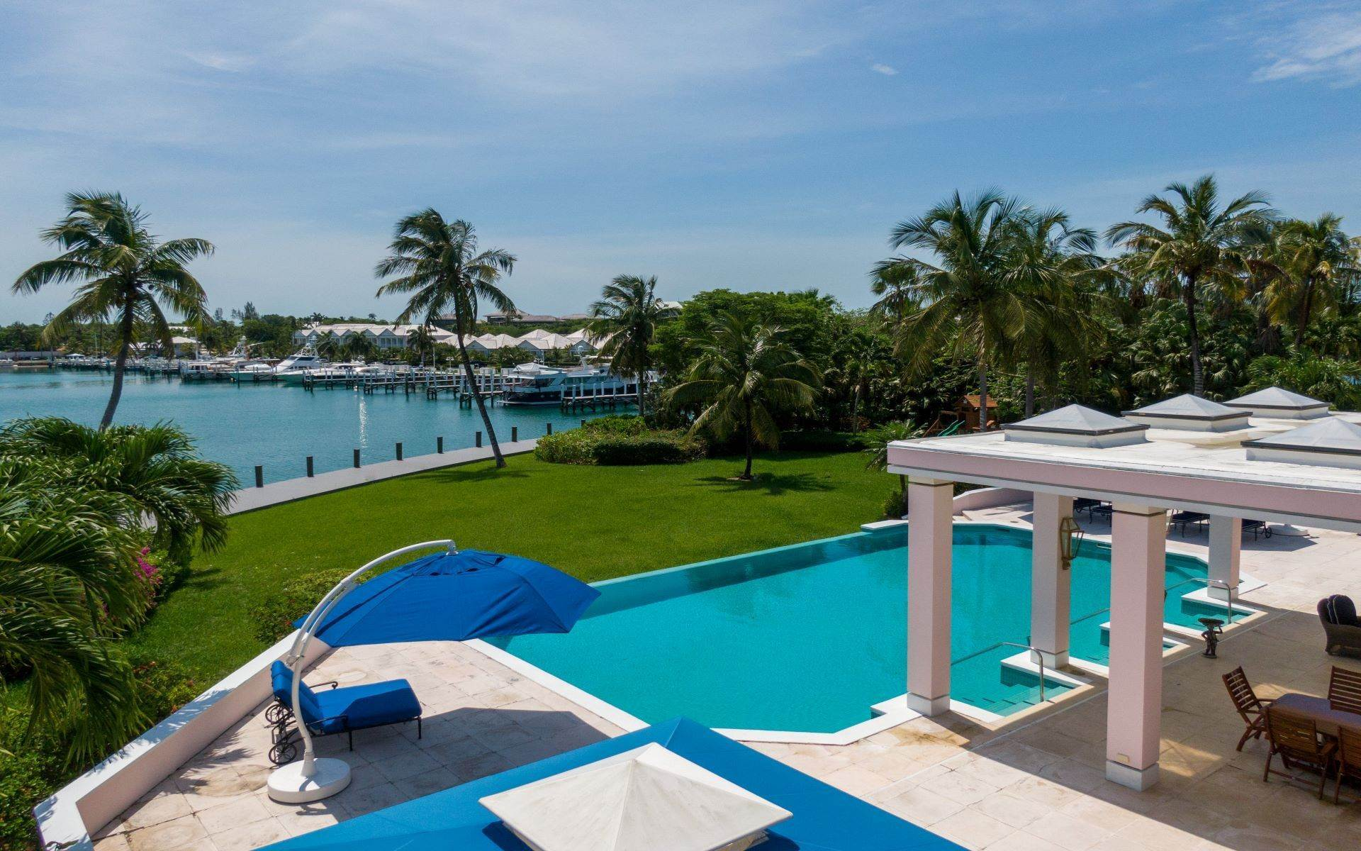 13. Single Family Homes for Sale at Luxurious Lyford Cay Canalfront Estate - MLS 40934 Lyford Cay, Nassau And Paradise Island, Bahamas