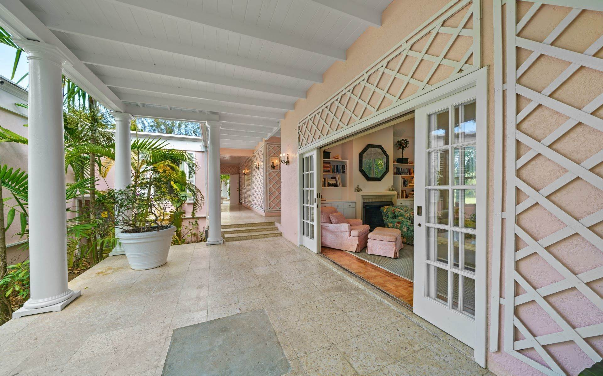26. Single Family Homes for Rent at Magnificent Lyford Cay Beachfront Estate Lyford Cay, Nassau And Paradise Island, Bahamas