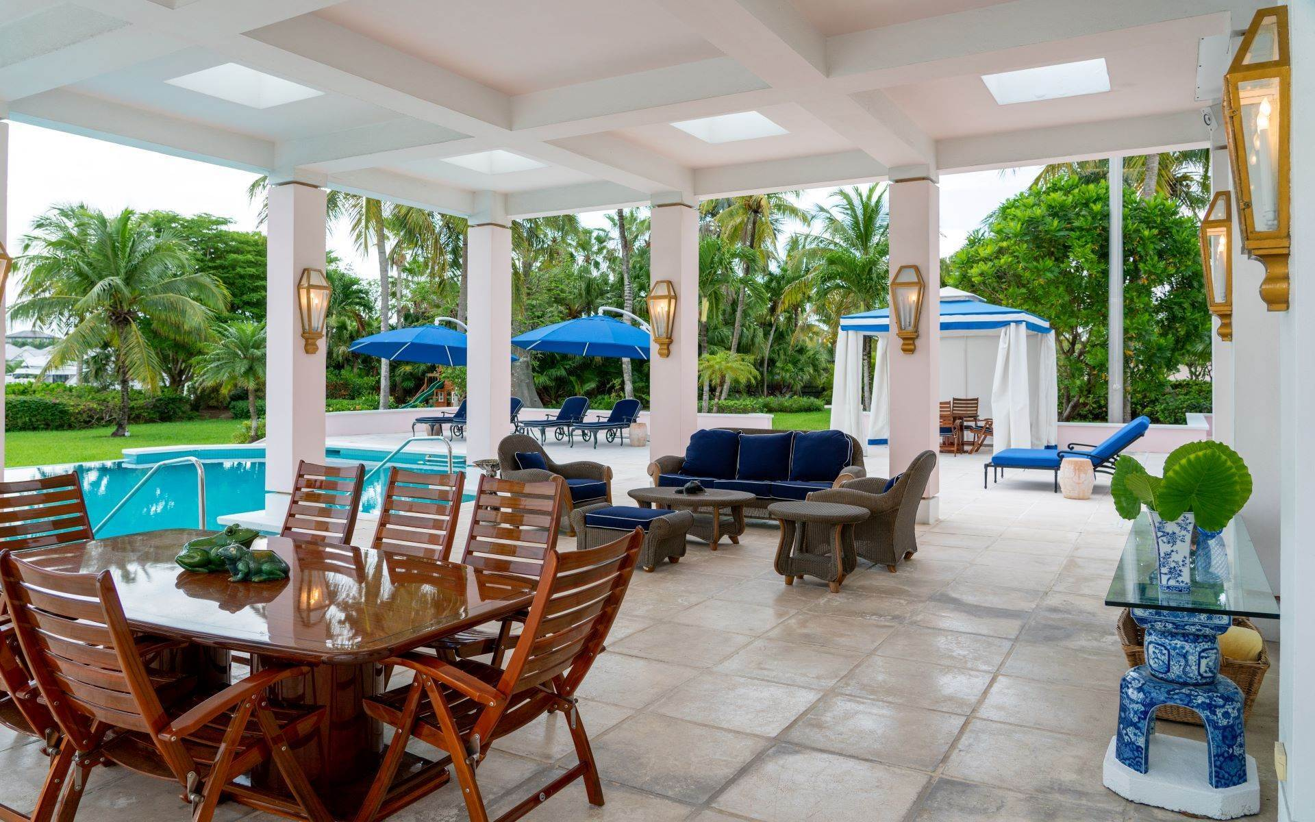 7. Single Family Homes for Sale at Luxurious Lyford Cay Canalfront Estate - MLS 40934 Lyford Cay, Nassau And Paradise Island, Bahamas