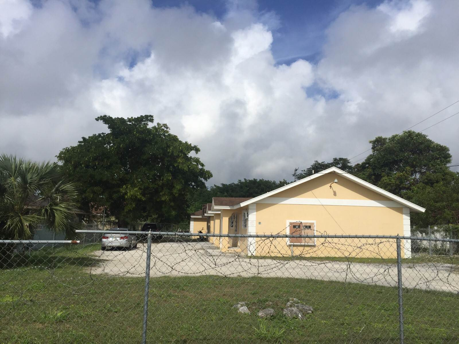 6. Single Family Homes for Sale at 3 Bed House with 3 Apartments off Faith Avenue Carmichael Road, Nassau And Paradise Island, Bahamas