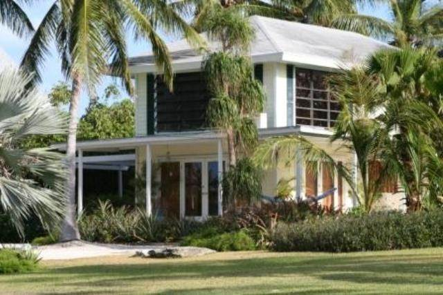 32. Single Family Homes for Sale at Tambourina Island Villa and Cottage, Eastern Road (MLS 24295) Eastern Road, Nassau And Paradise Island, Bahamas