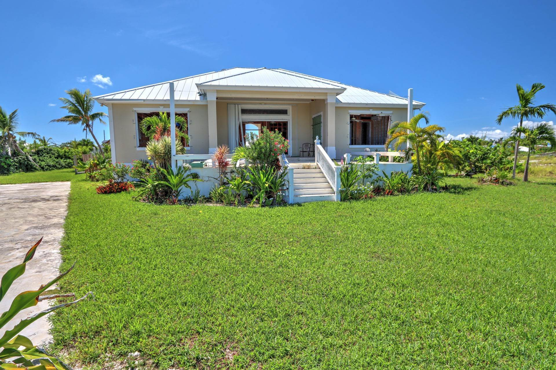 10. Single Family Homes por un Venta en #2 Royal Harbour, Marsh Harbour View Stately Home - MLS 41825 Marsh Harbour, Abaco, Bahamas