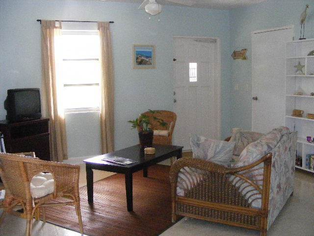 5. Single Family Homes por un Alquiler en A Rental With A Dock Slip At Your Back Door! - Exciting NEW PRICE Deduction! Marsh Harbour, Abaco, Bahamas