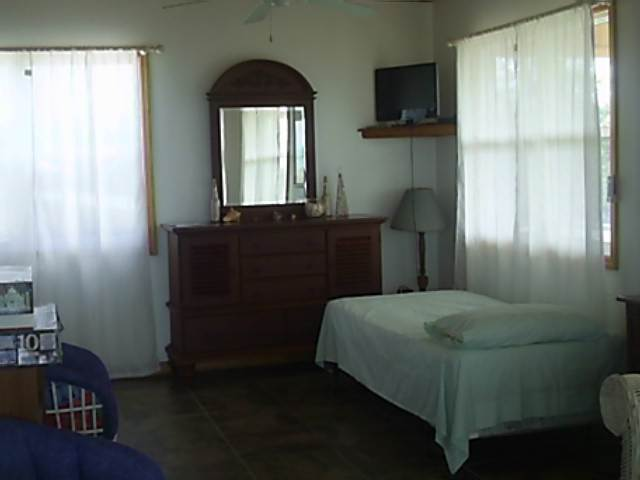 5. Commercial for Rent at Beautiful Seaview Bungalow Stella Maris, Long Island, Bahamas