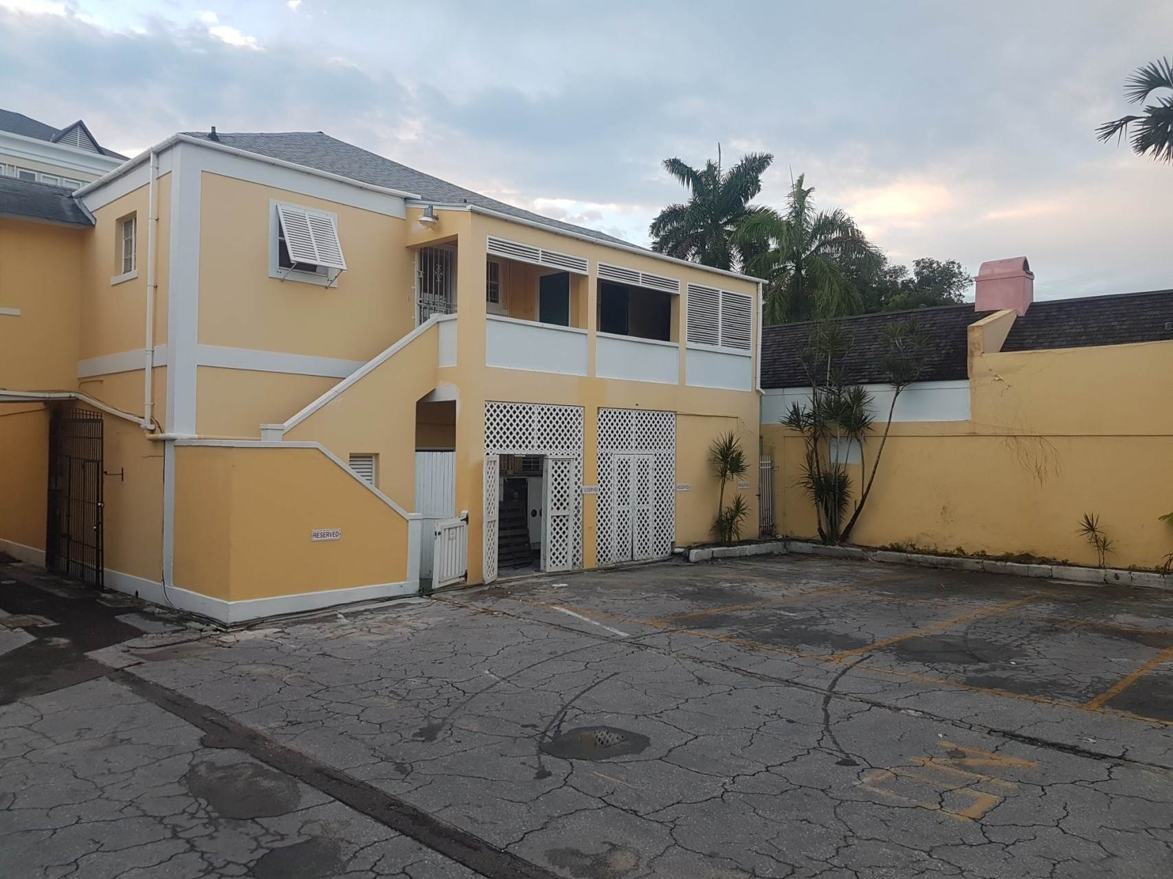 6. Commercial for Rent at Downtown Office Space With Parking Downtown, Nassau And Paradise Island, Bahamas