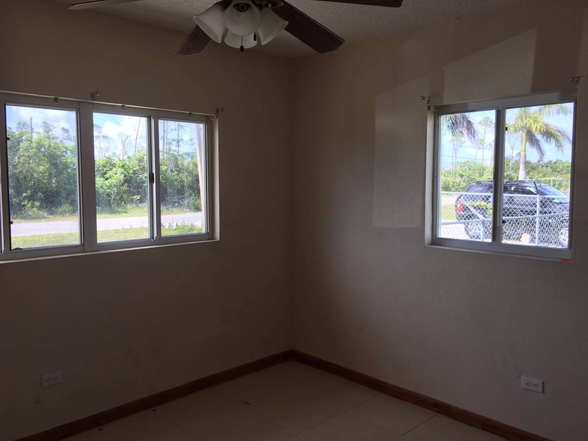 4. Multifamiliar por un Venta en Duplex Property in Lucaya Excellent Investment Lease to Own!!! Windsor Park, Gran Bahama Freeport, Bahamas