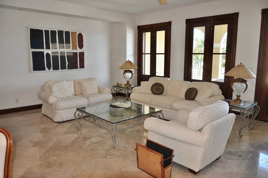 6. Co-op / Condominio por un Alquiler en Spectacular Townhouse at Grand Bahama Yacht Club for sale or rent! Bell Channel, Lucaya, Gran Bahama Freeport Bahamas