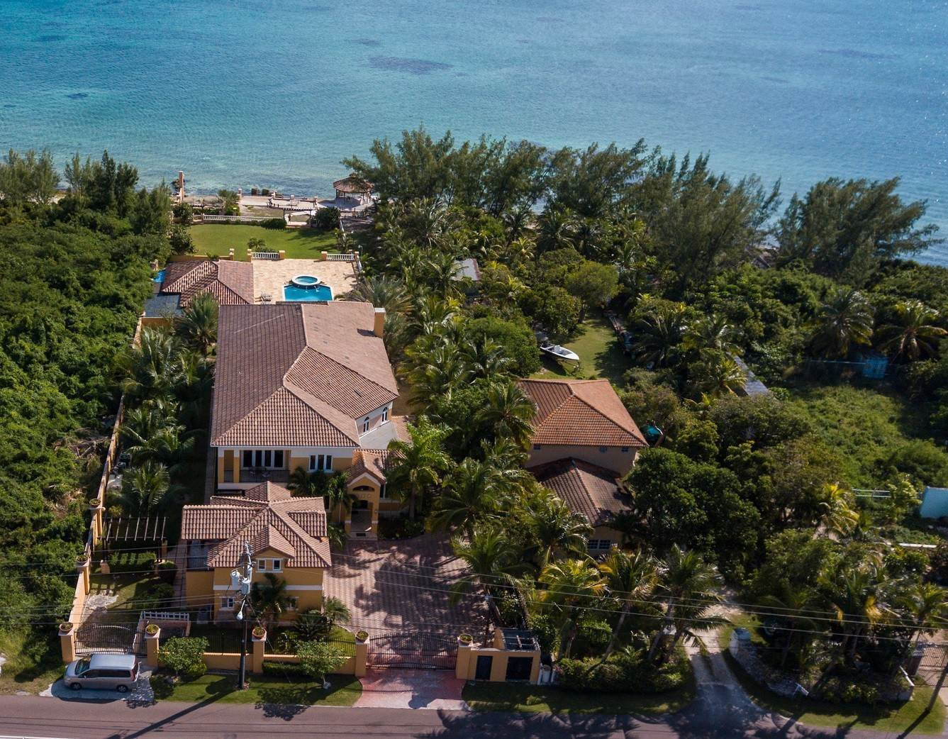 6. Single Family Homes for Sale at Exclusive Oceanside Eastern Jewel - Casa Al Mare - MLS 43222 Eastern Road, Nassau And Paradise Island, Bahamas