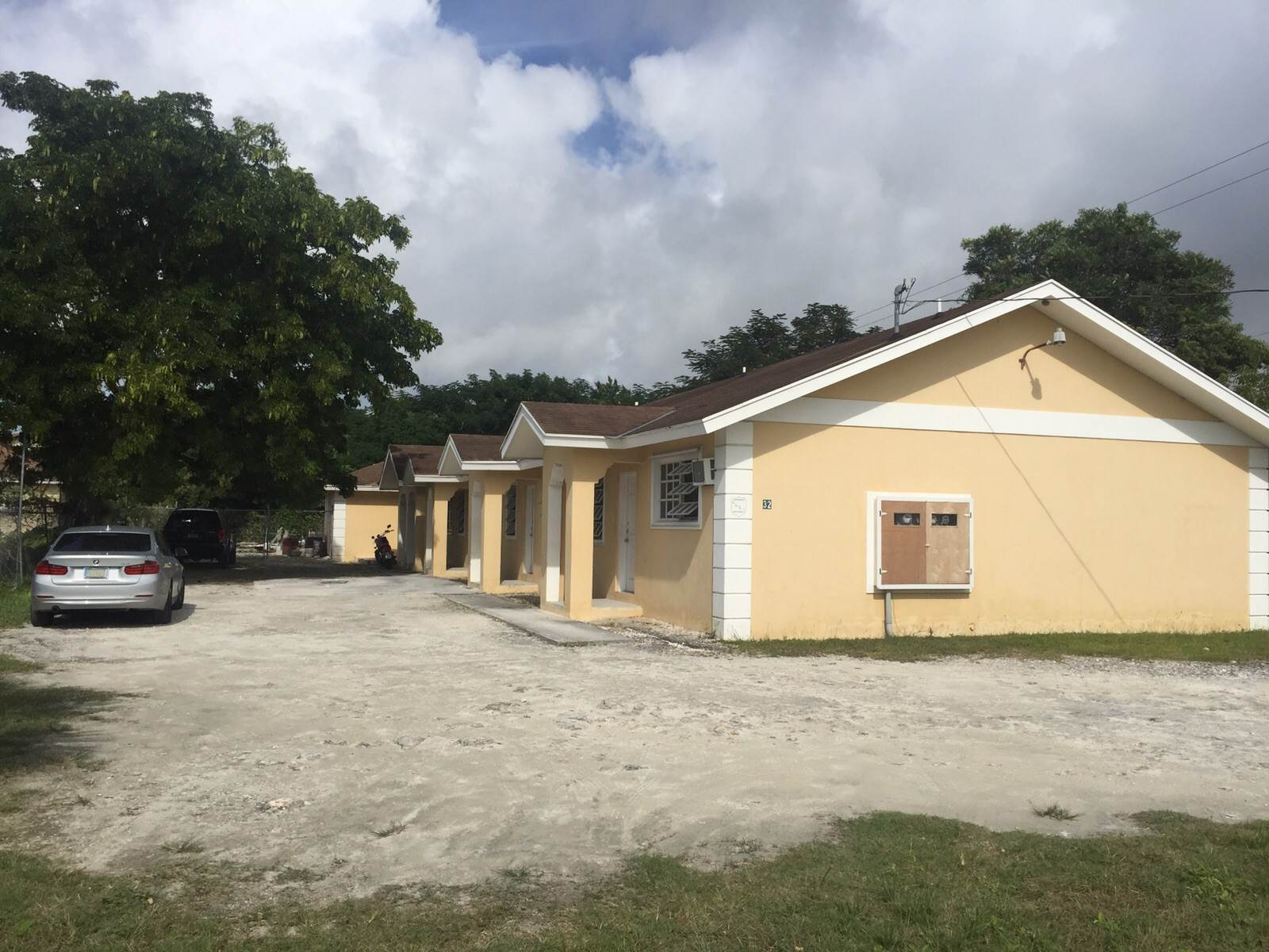 7. Single Family Homes for Sale at 3 Bed House with 3 Apartments off Faith Avenue Carmichael Road, Nassau And Paradise Island, Bahamas