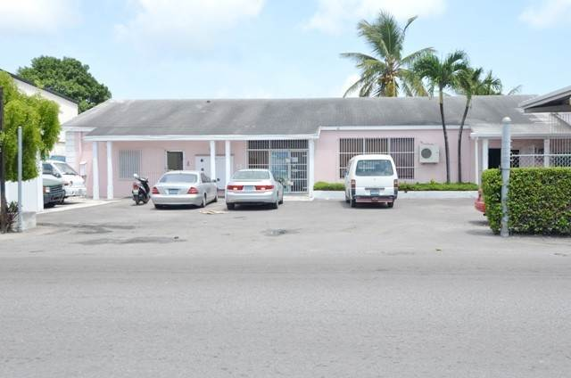 7. Commercial for Sale at Centrally located commercial property Chesapeake, Freeport And Grand Bahama, Bahamas