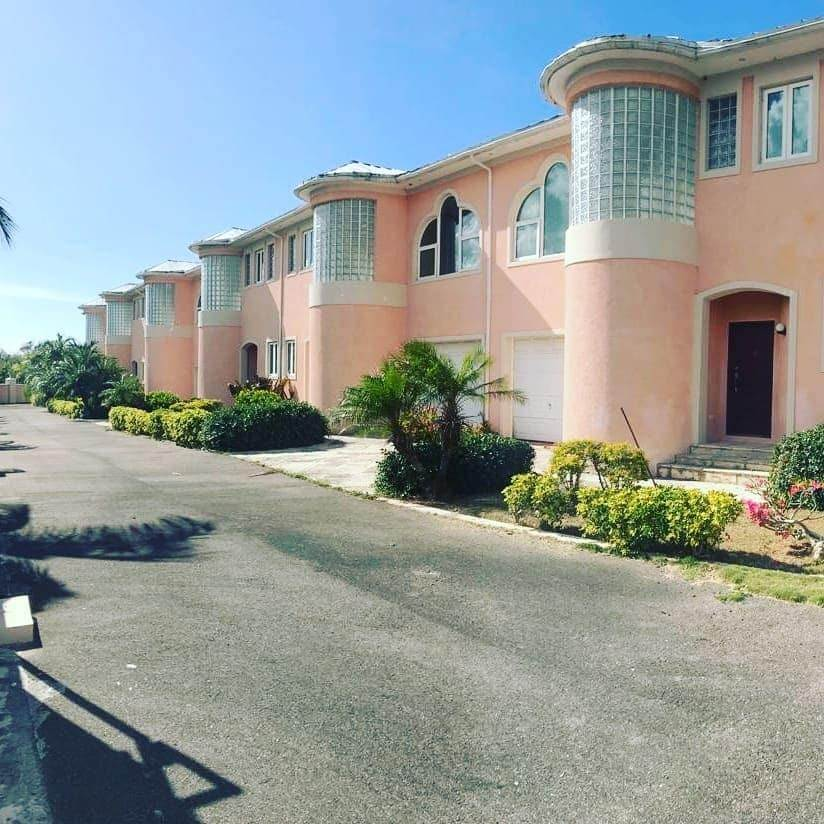 7. Single Family Homes for Sale at Caves Crest Apartments Caves Heights, Nassau And Paradise Island, Bahamas