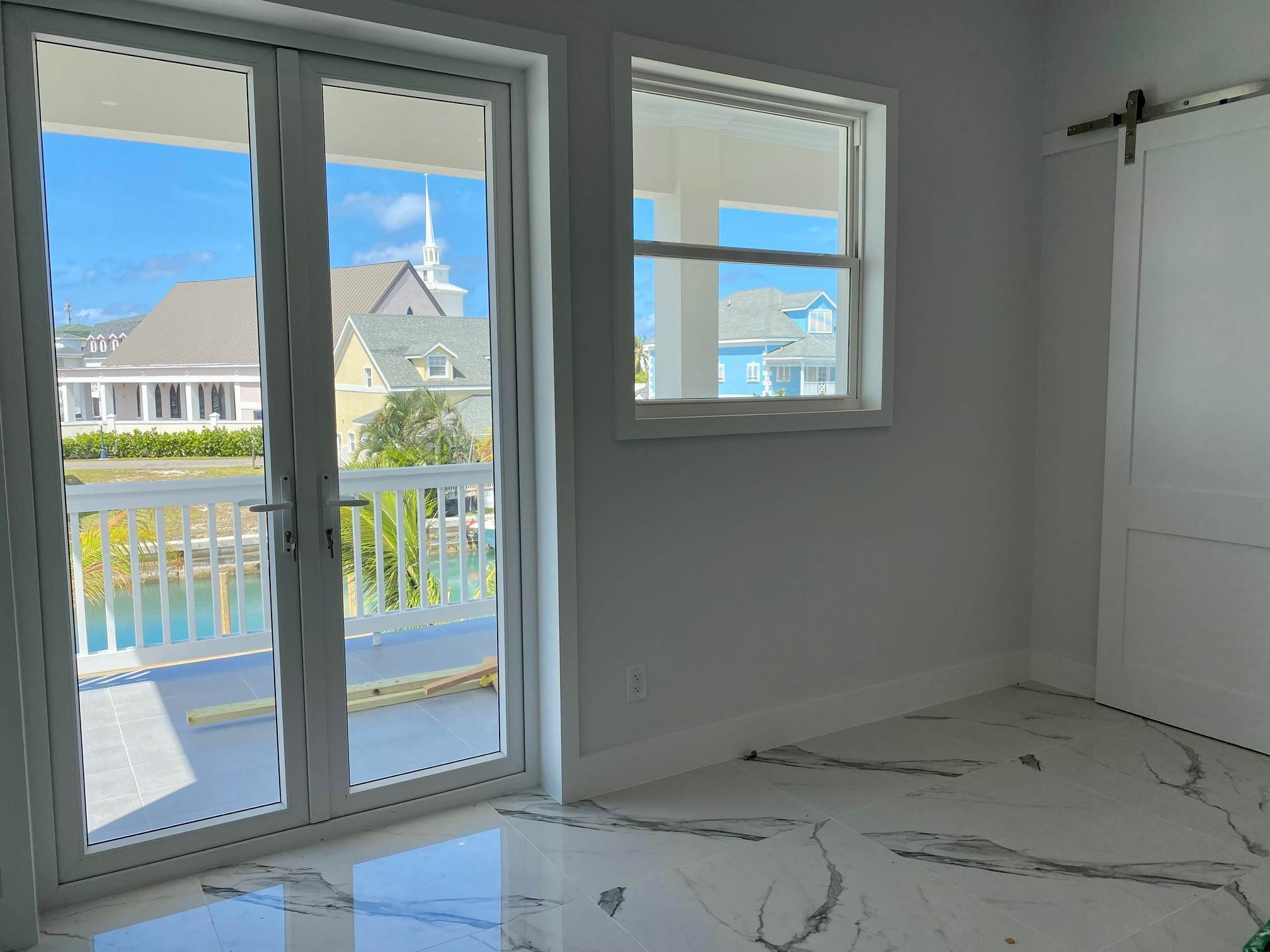 7. Single Family Homes for Sale at Grand Contemporary Home in Sandyport - MLS 43963 Sandyport, Cable Beach, Nassau And Paradise Island Bahamas