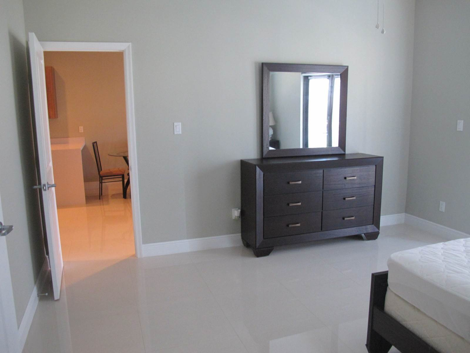 7. Co-op / Condo for Rent at Venetian West Condo for Rent - MLS 41514 Nassau And Paradise Island, Bahamas