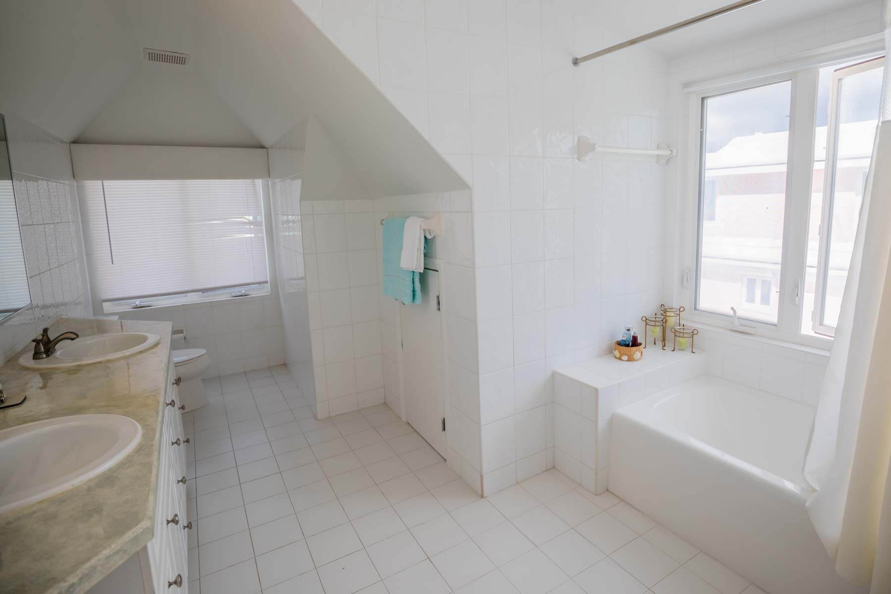 18. Co-op / Condo for Sale at Seapointe Spacious End Unit - Port New Providence St Andrews Beach, Yamacraw, Nassau And Paradise Island Bahamas