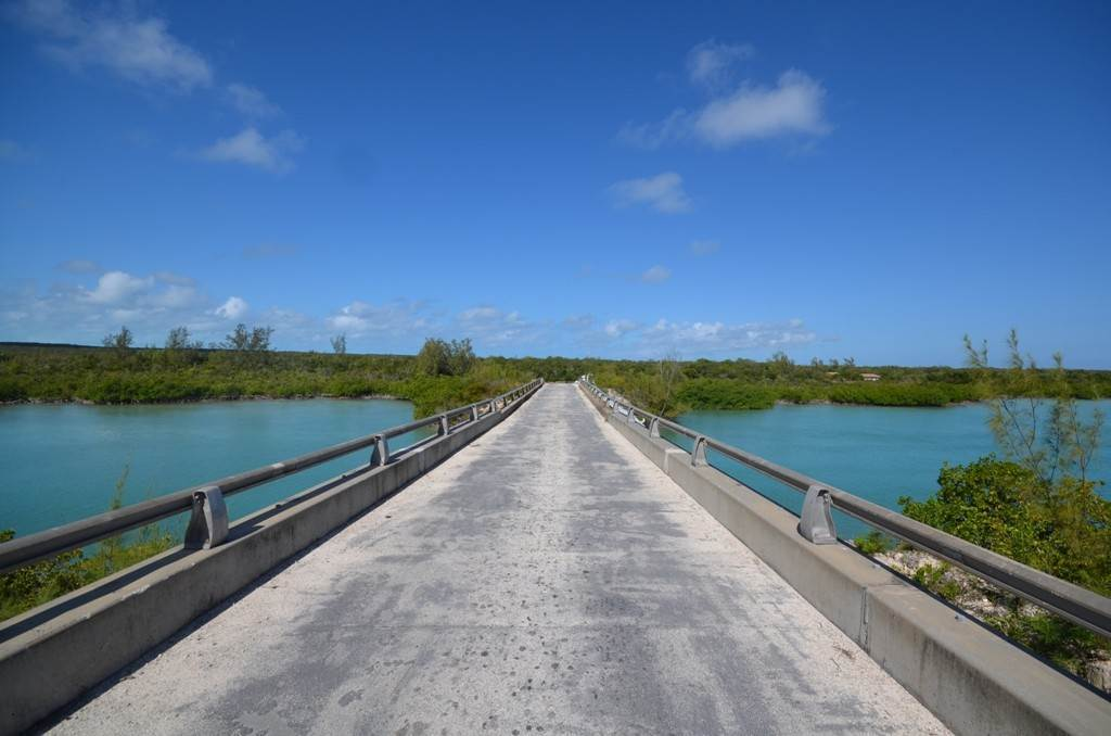 5. Terreno por un Venta en Lots 73 & 74 with 1.21 acres overlooking Savannah Sound on Windermere Island - MLS 37264 Windermere Island, Eleuthera, Bahamas