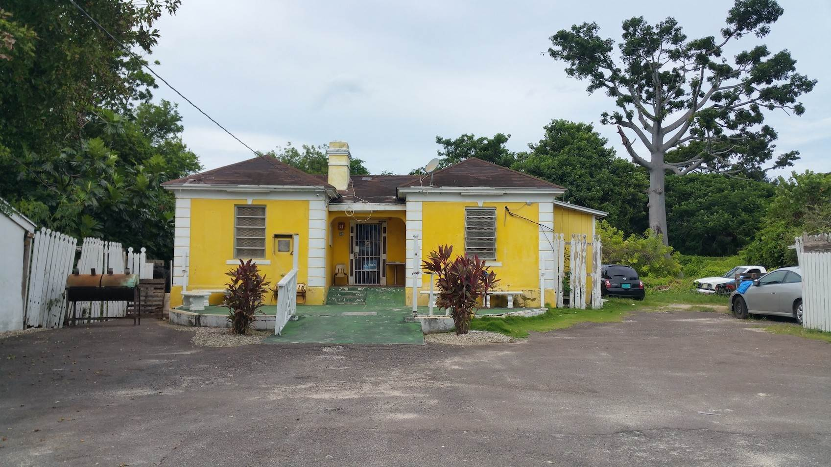 2. Commercial for Sale at Small Restaurant on Very Large Lot Chippingham, Nassau And Paradise Island, Bahamas
