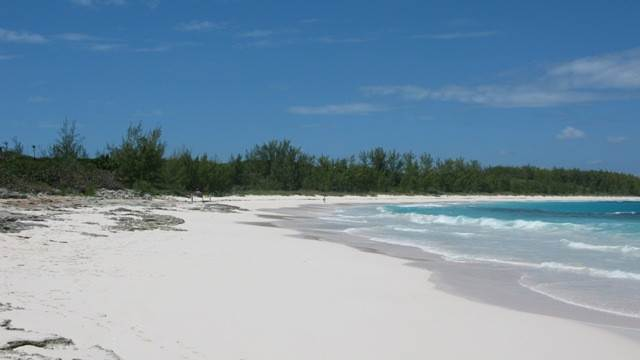 6. Terreno por un Venta en Breeze Away Estates Half Acre Lot MLS 25200 Governors Harbour, Eleuthera, Bahamas
