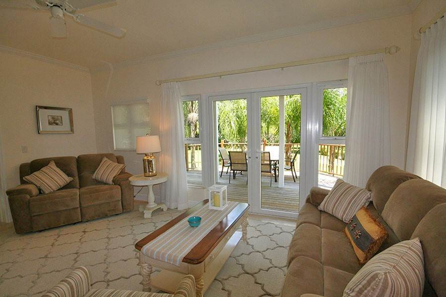 6. Single Family Homes for Rent at Newly Furnished Island Home in the Prestigious Beachfront Gated Community of Shoreline! Fortune Beach, Freeport And Grand Bahama, Bahamas