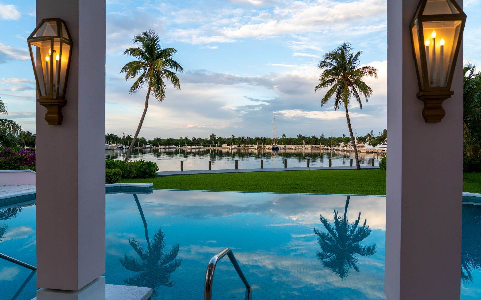 8. Single Family Homes for Sale at Luxurious Lyford Cay Canalfront Estate - MLS 40934 Lyford Cay, Nassau And Paradise Island, Bahamas