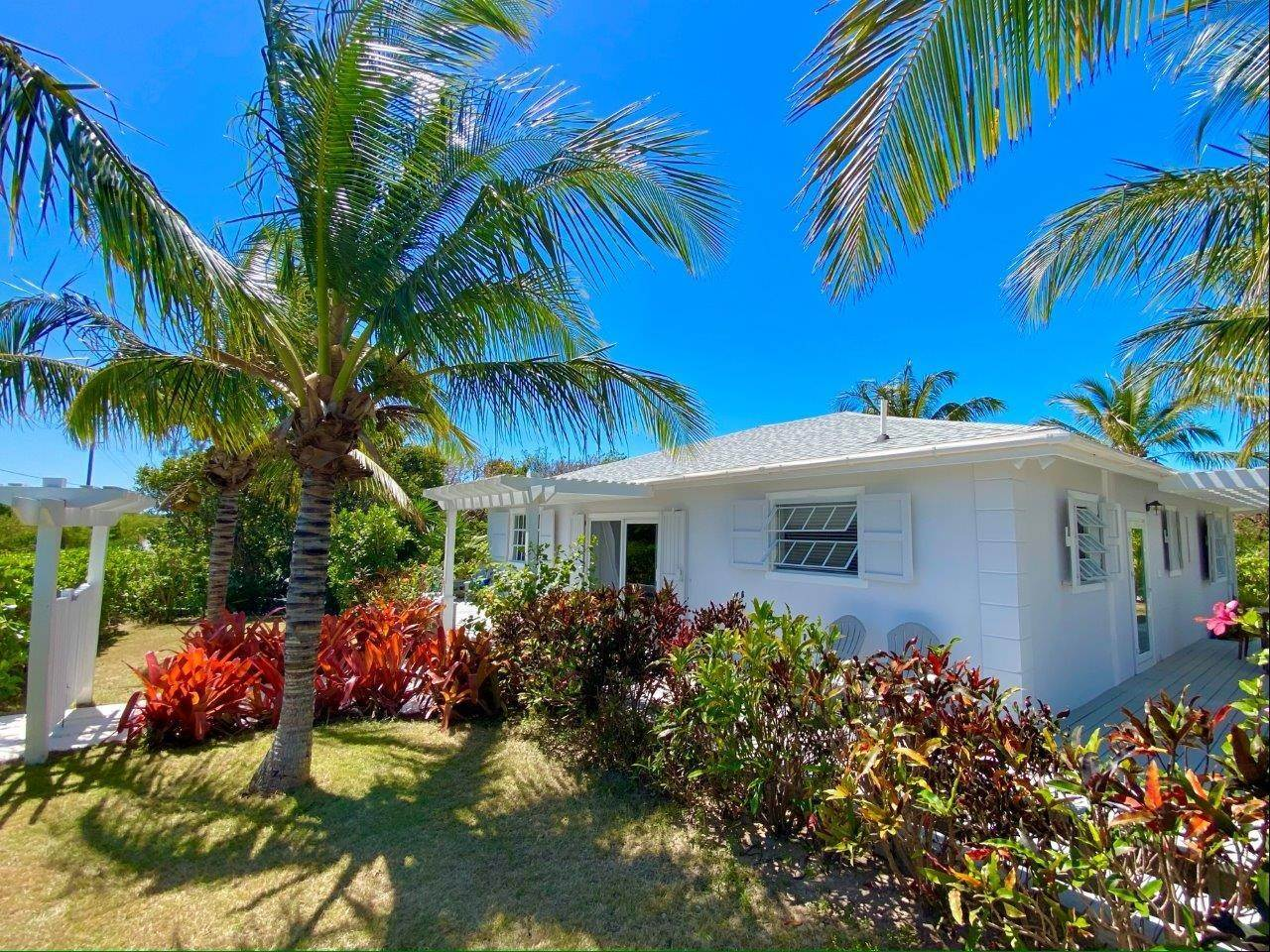 16. Single Family Homes for Sale at Fabulous Coastal Living Home in Governor's Harbour - MLS 44509 Governors Harbour, Eleuthera, Bahamas