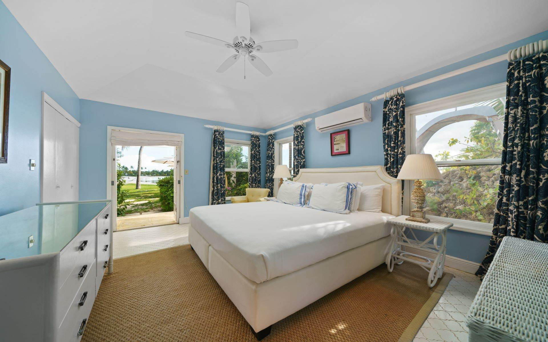 34. Single Family Homes for Rent at Magnificent Lyford Cay Beachfront Estate Lyford Cay, Nassau And Paradise Island, Bahamas