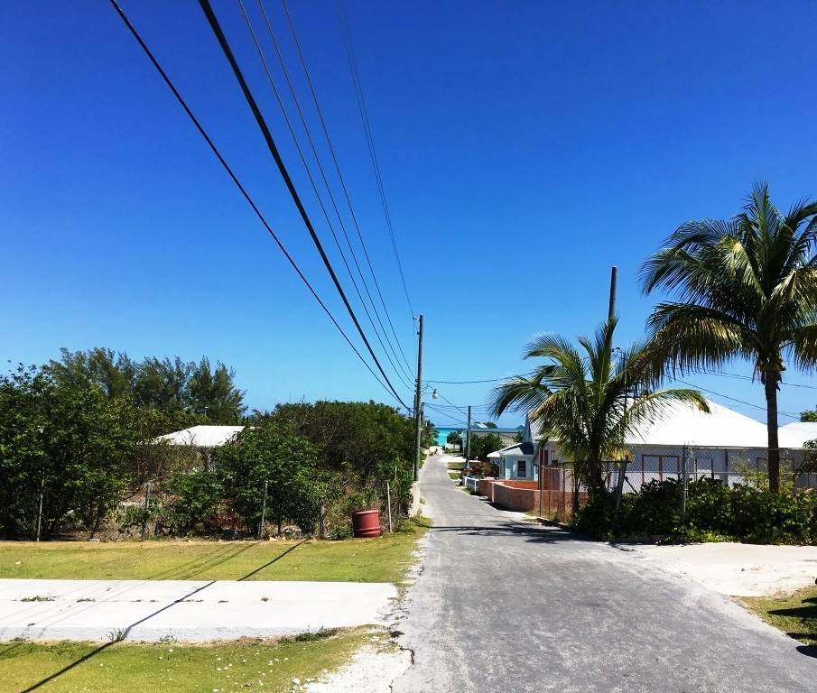 8. Single Family Homes for Sale at Charming Hill Top Cottage Spanish Wells, Eleuthera, Bahamas