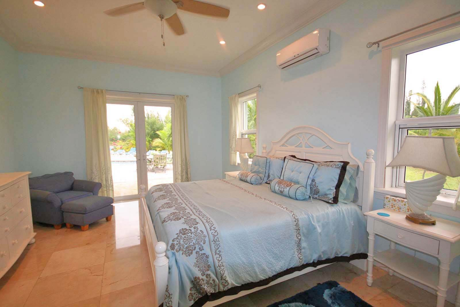 8. Single Family Homes for Rent at Wonderful Canal Front Home Near Beach in Fortune Bay! Fortune Bay, Freeport And Grand Bahama, Bahamas