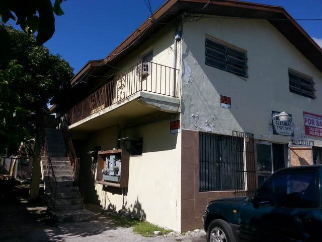 8. Comercial por un Venta en Commercial Building with 2 Apartments on Lincoln Blvd. Wulff Road, Nueva Providencia / Nassau, Bahamas