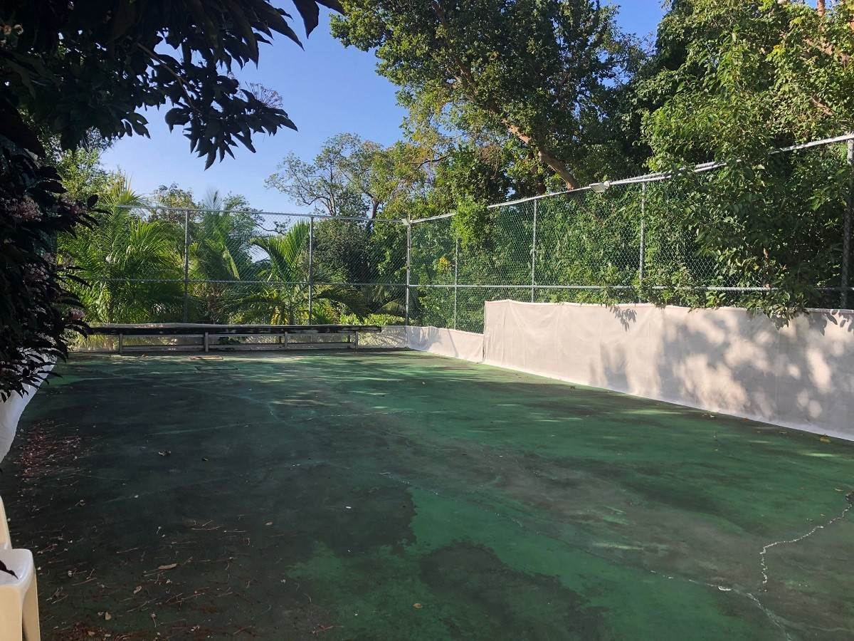 14. Single Family Homes for Sale at Lyford Cay Great Investment Potential - MLS 43600 Lyford Cay, Nassau And Paradise Island, Bahamas