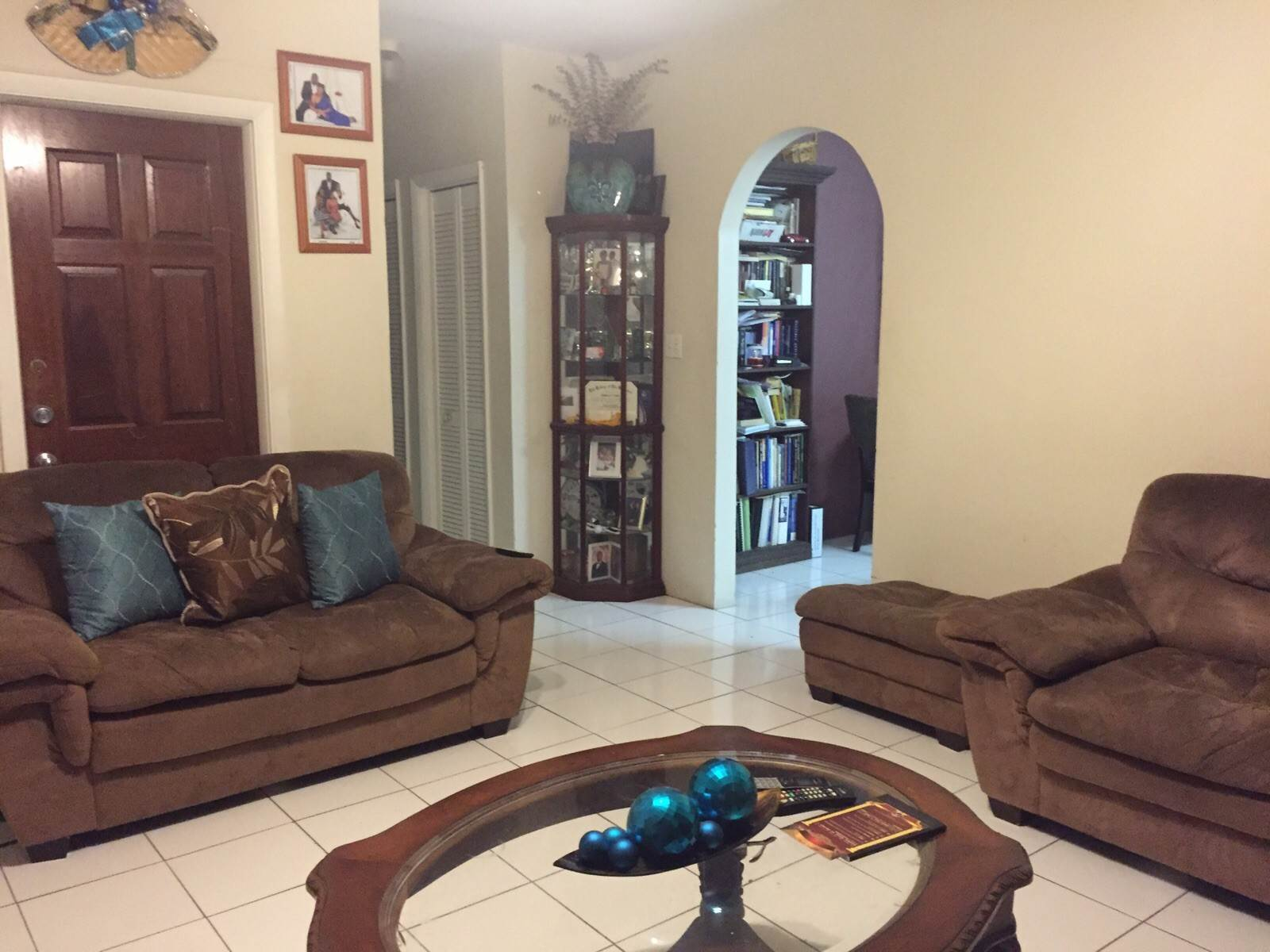 8. Single Family Homes for Sale at 3 Bed House with 3 Apartments off Faith Avenue Carmichael Road, Nassau And Paradise Island, Bahamas