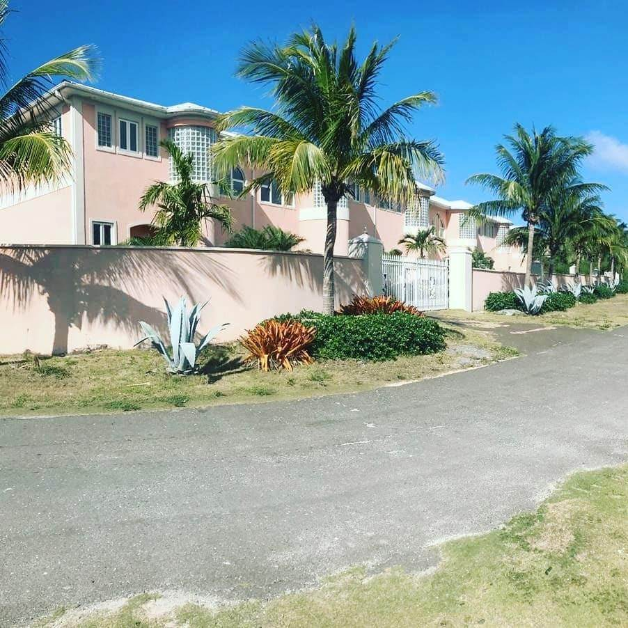 8. Single Family Homes for Sale at Caves Crest Apartments Caves Heights, Nassau And Paradise Island, Bahamas