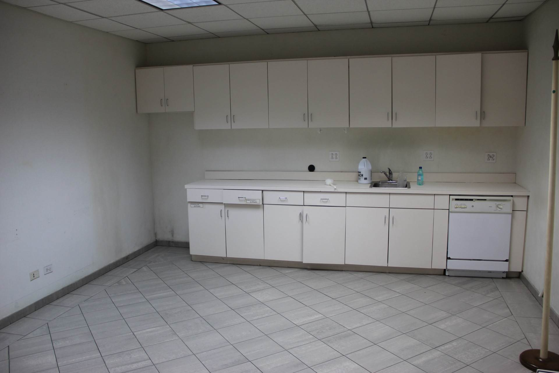 8. Commercial for Rent at Office Space Nassau And Paradise Island, Bahamas